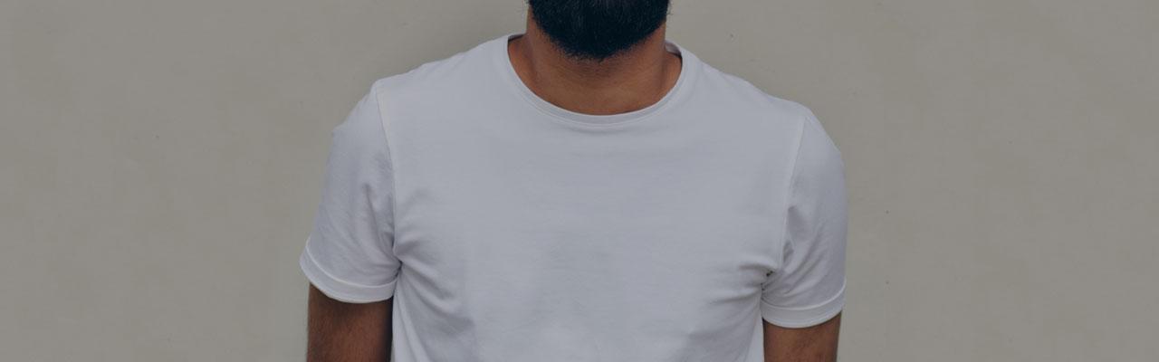 pray wearing t-shirt